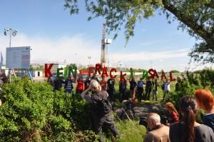 An die 300 protestierten am 24.5.14 in Saal gegen Fracking.